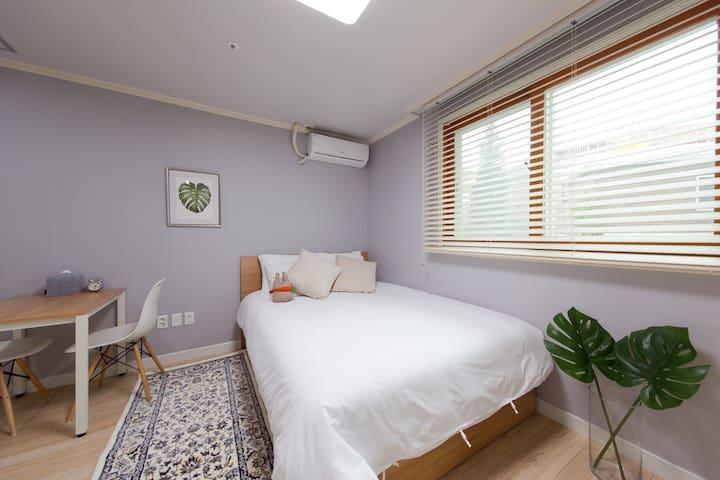 A calm & fresh doubleroom@Daehangno