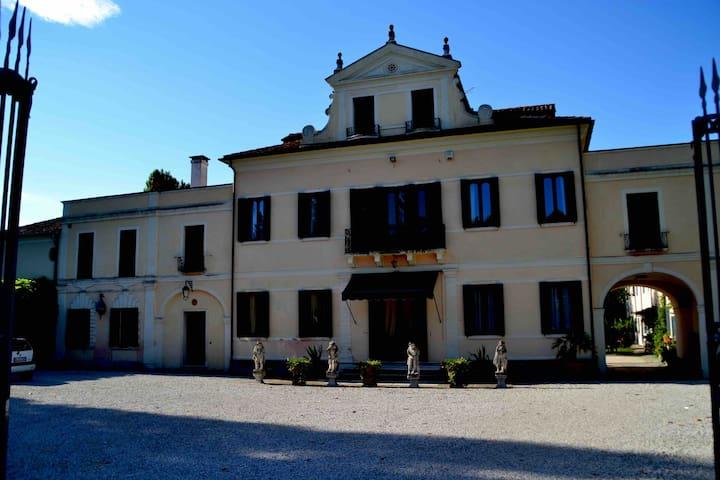 Villa Corner Smania