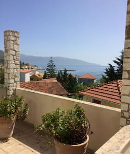 Spyros House, 3 bedrooms-sea view-in Agia Efimia