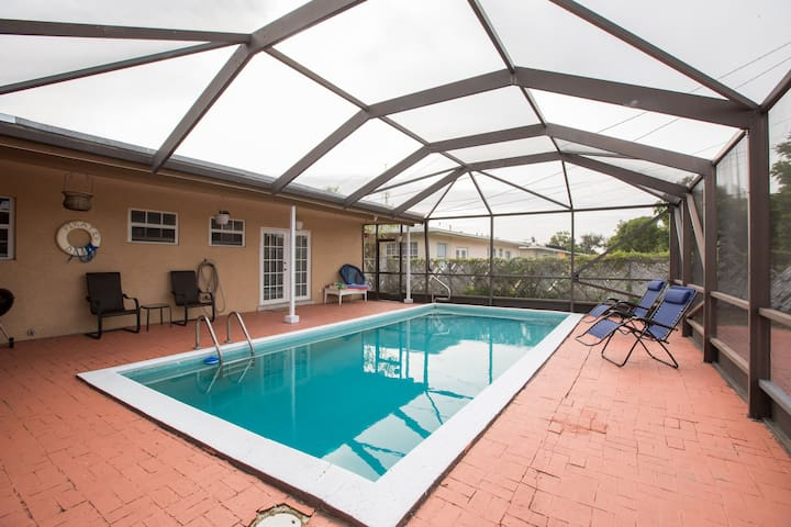 Spacious well-located home w/ pool - Pompano Beach