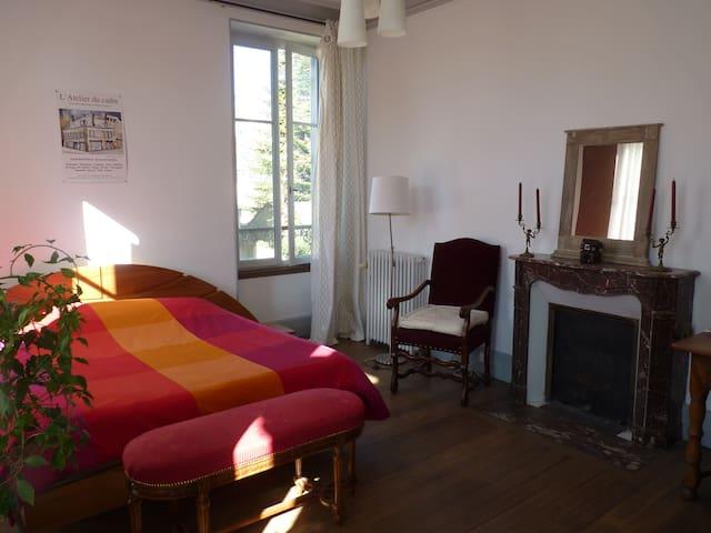 grande chambre en maison de Maître - Clamecy - Huis