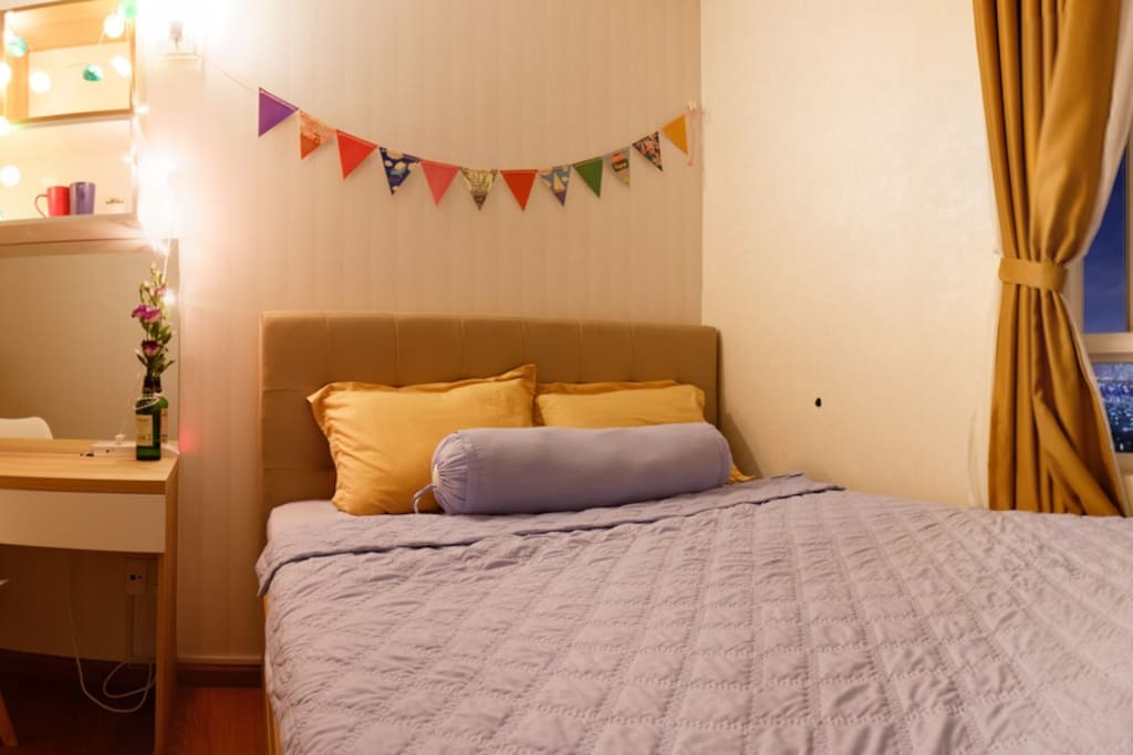 enjoy your stay in this cozy room with the river view.  - at night -