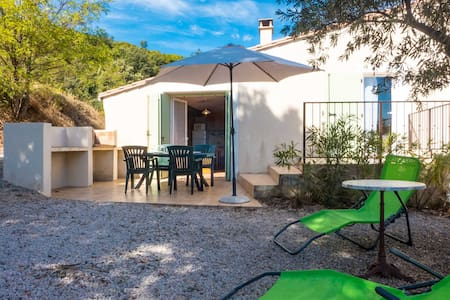 Quiet cottage classified 3* in vineyard with pool