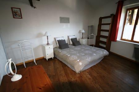 Chambres d' Hôtes au cœur des Pyrénées Ariègeoises - Ignaux - Bed & Breakfast