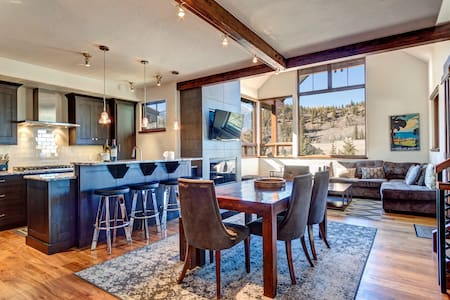 Stunning Mountain Home! Downtown!