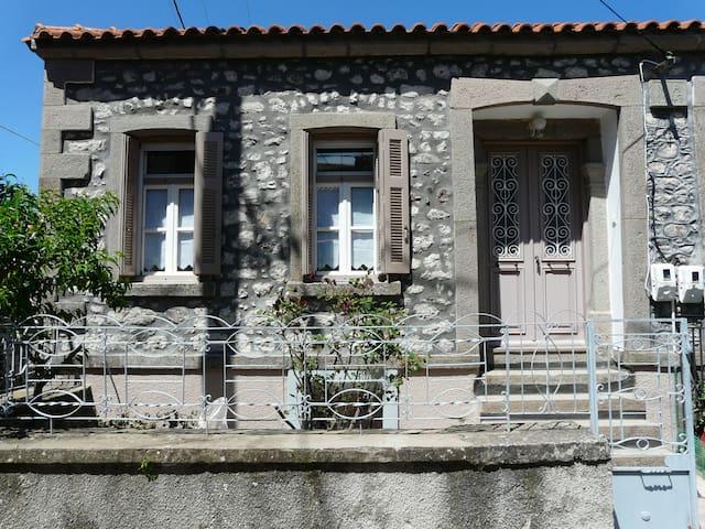 """Familienhaus """"Pithari"""" im griechischen Bergdorf"""