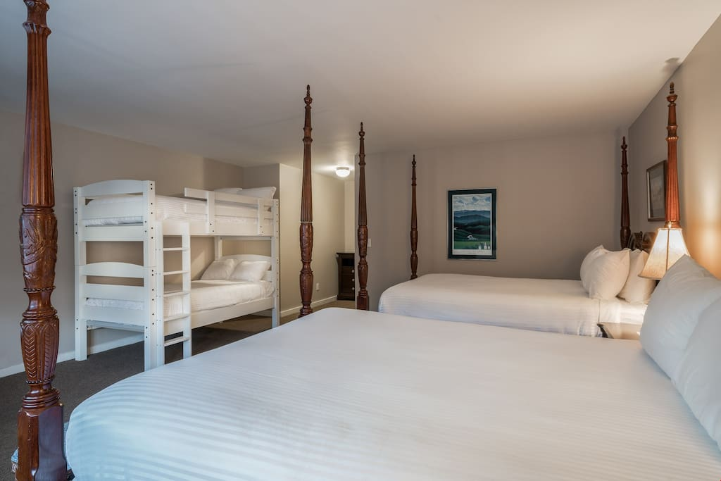 Relax in the 2 comfortable double beds and the bunk bed, perfect for your group!