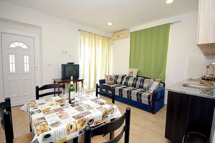 Budget Apartment Mirko