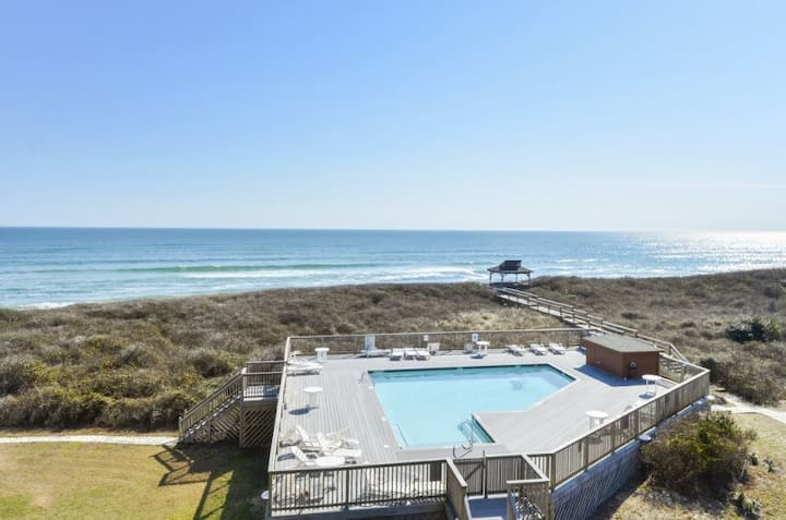 C307A Delightful Diversion *Oceanfront * Community Pool