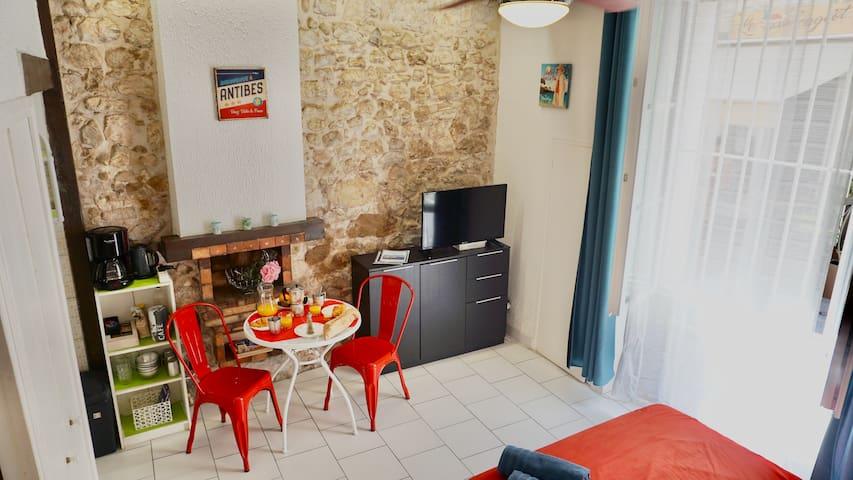 Studio à Antibes (old town)