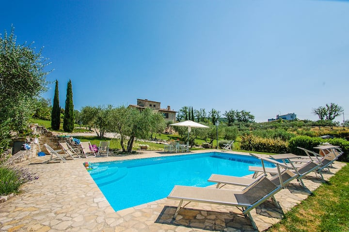 Villa with private pool near Todi. Airco & Wi-fi