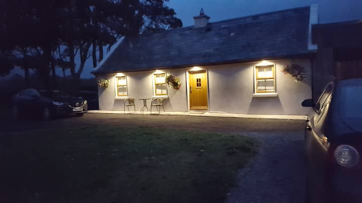 Cosy Cottage for One/Two 2km from Sea at Aughris