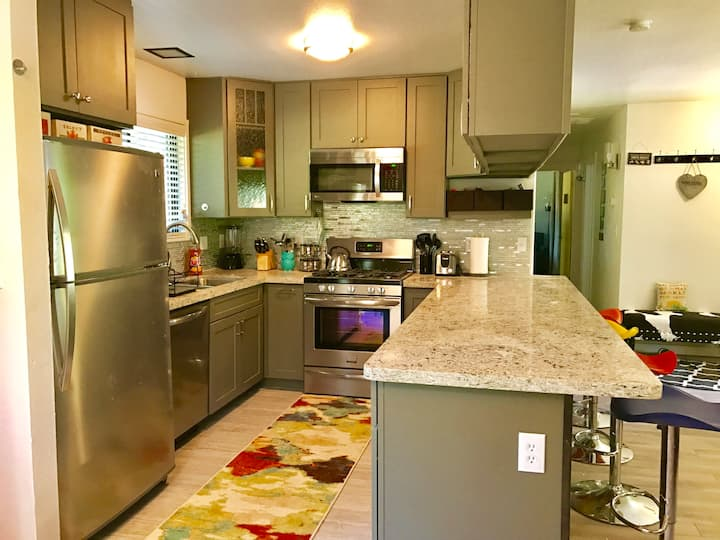 Adorable Remodeled Truckee Cabin Backing Forest!
