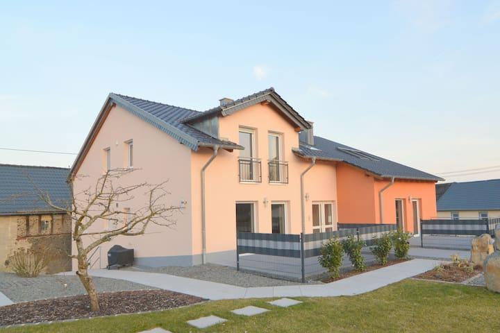 Tranquila casa de vacaciones en Ellscheid cerca de los lagos volcánicos