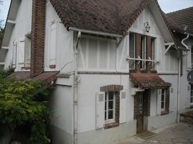 Grande maison avec jardin (proche sortie A6)