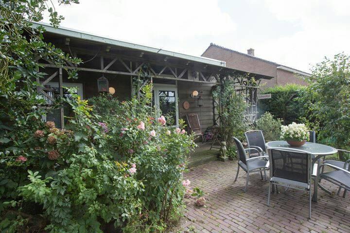 Ruime accommodatie met tuin midden in de Randstad