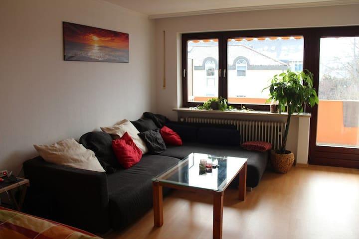 Geräumiges Zimmer mit eigenem Balkon (Sbahn 4min)