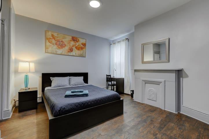Bedroom has a NEW mattress, Queen size bed, Computer table, plenty of light. Big closet