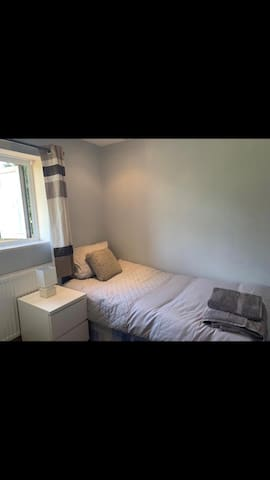 Single, Modern Furnished Bedroom - Central Oxford