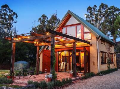 """The Muddy"" - luxury mudbrick barn conversion"