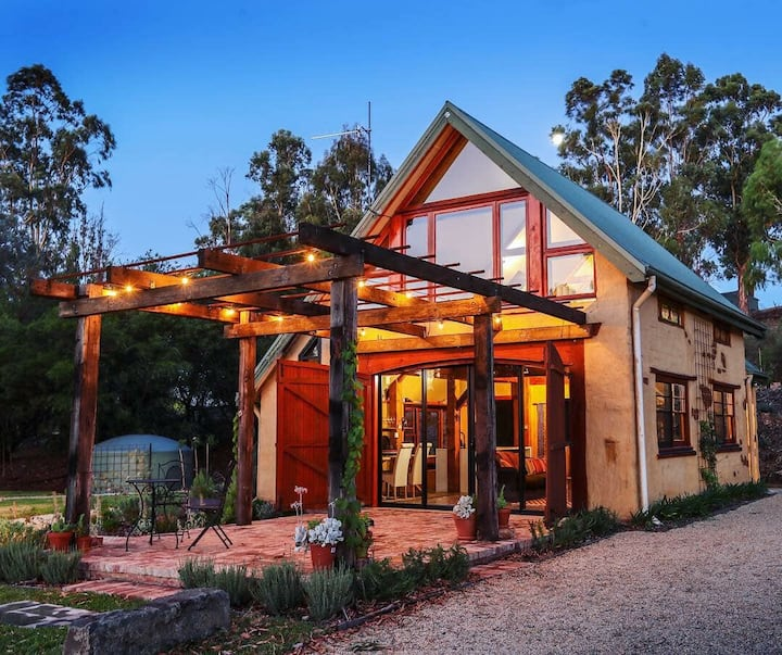 """The Muddy"" - luxury mudbrick barn conversion"