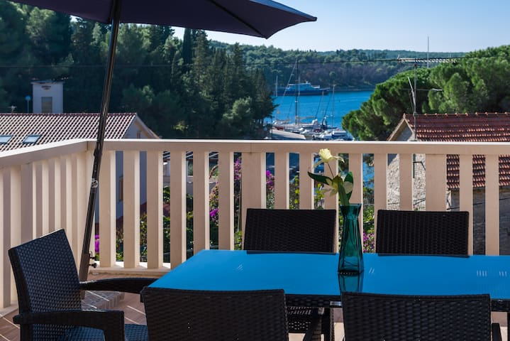 Three bedroom penthouse Villa Anna with sea view