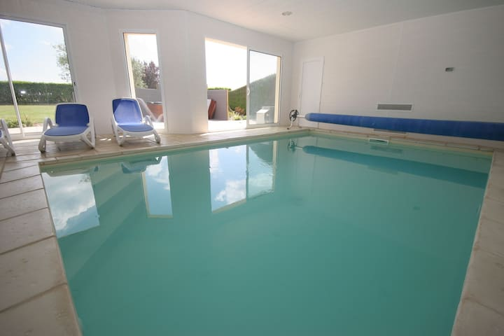 Villa with indoor heated pool and jacuzzi, only 1.5 km of beach and sea