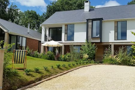 Stylish Sidmouth Home with Breakfast