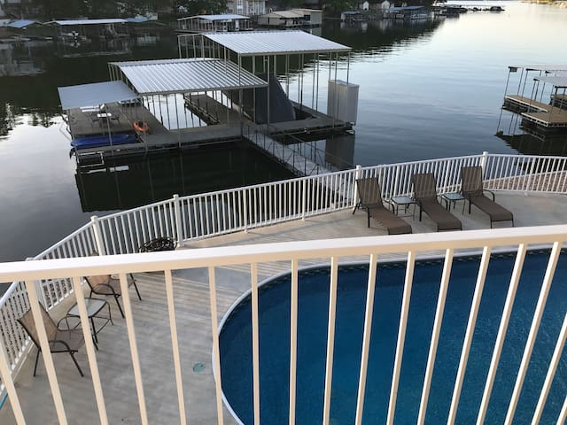 7 bedroom waterfront home with private pool