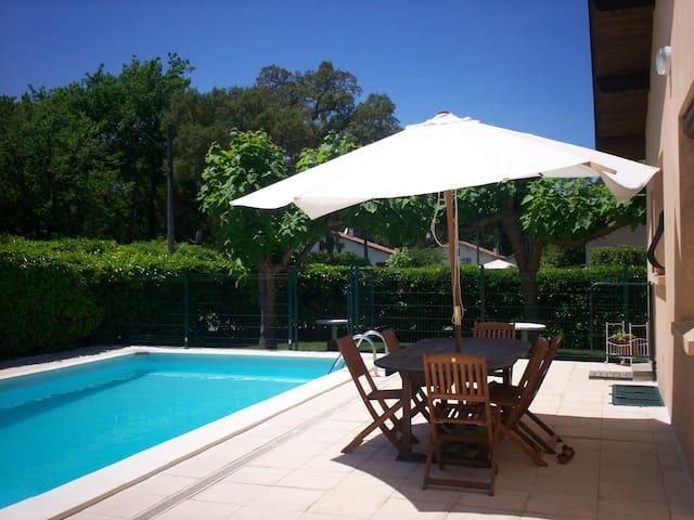 jolie maison au calme avec piscine - Castets - Hus