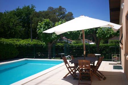 jolie maison au calme avec piscine - Castets