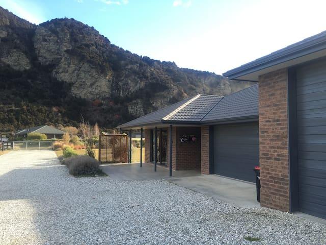 5 bedroom, 2 bathroom house to rent in Wanaka - Albert Town - Leilighet