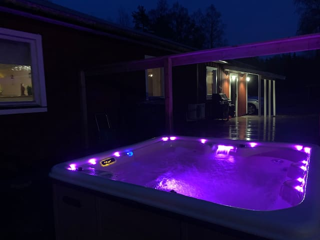 Nice big cabin with beds for 14-18 p, Romme Alpin