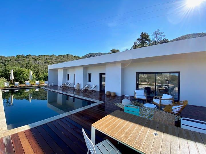 Villa standing vue mer et piscine privée, Sagone