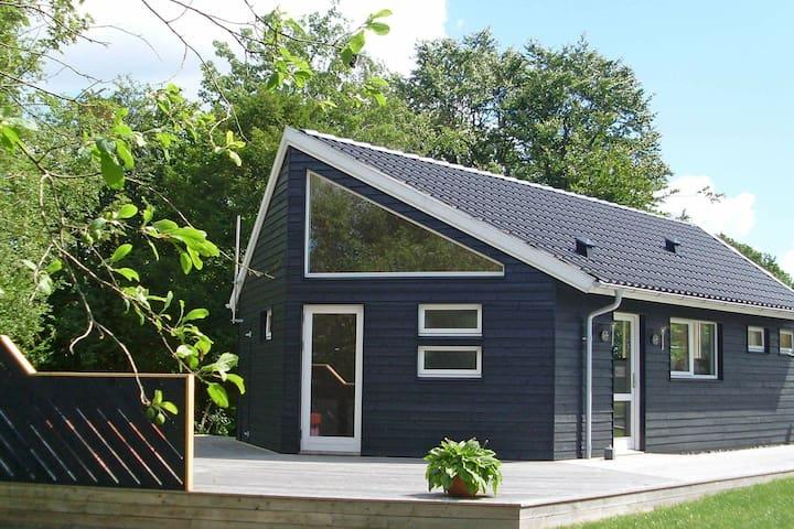 Moderna casa de vacaciones en Børkop con barbacoa