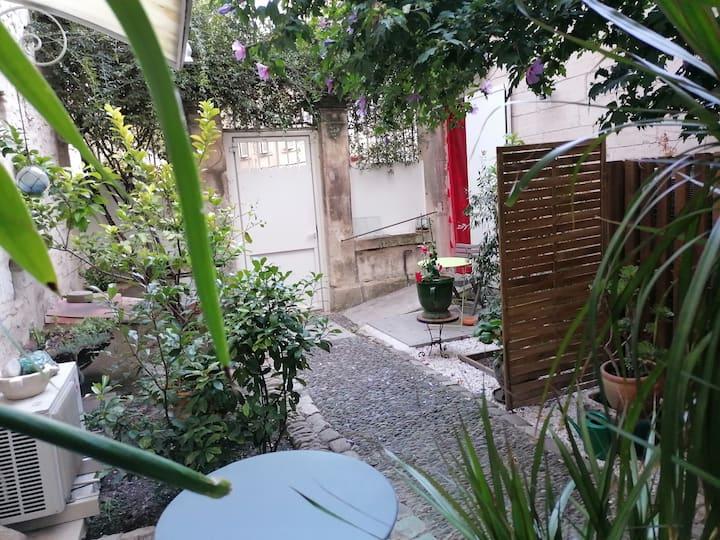 APPARTEMENT DE CHARME rez-de-jardin cœur d'Avignon
