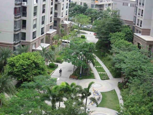 比邻客运中心私家花园独立客房