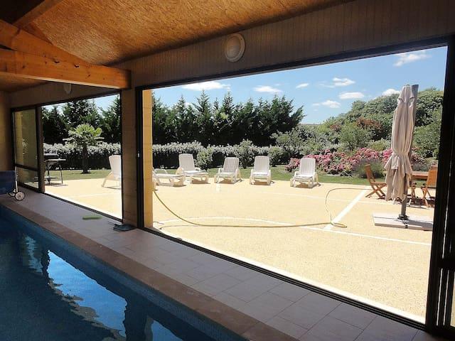 Villa le Pesquier, piscine intérieure chauffée
