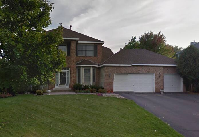 WHOLE HOUSE!  SLEEPS 8 - Eden Prairie - House