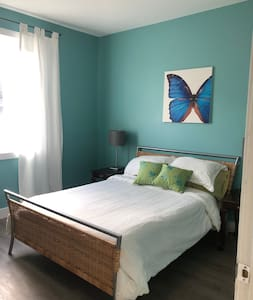 Large Daylight Suite near Golf Course & Winery