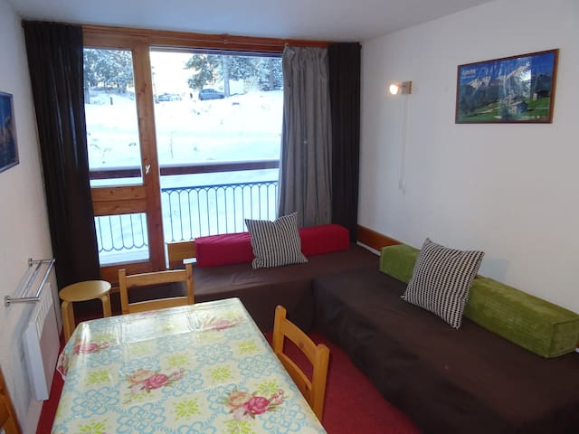 Studio for 4 guests in Arc 1800 ski in ski out and close to the shops in Charvet village