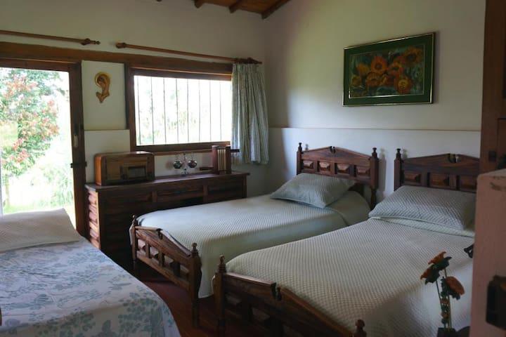 Habitación Naranja, Estancias El Silencio - Rionegro - Apartment