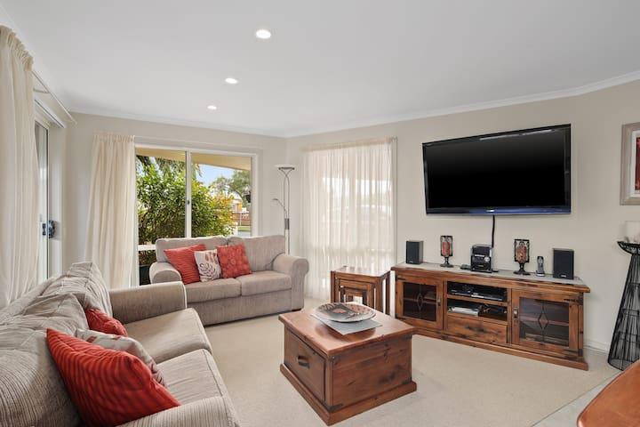 2 Bedrooms- Apartment on a'Beckett Inverloch