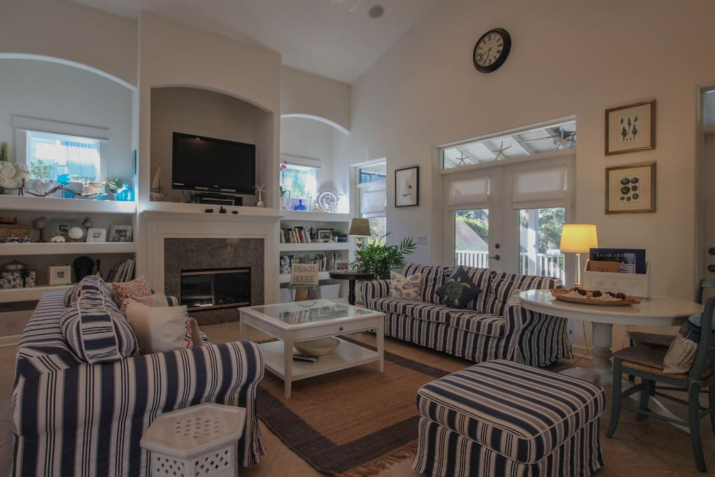 living room with seating for 9 and flat screen TV