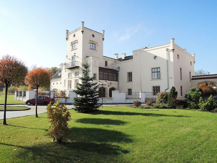 Chateau near Prague: up to 16 ppl, 10 rooms