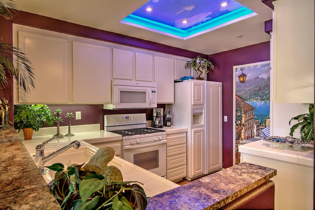 The kitchen bar features granite counter tops.
