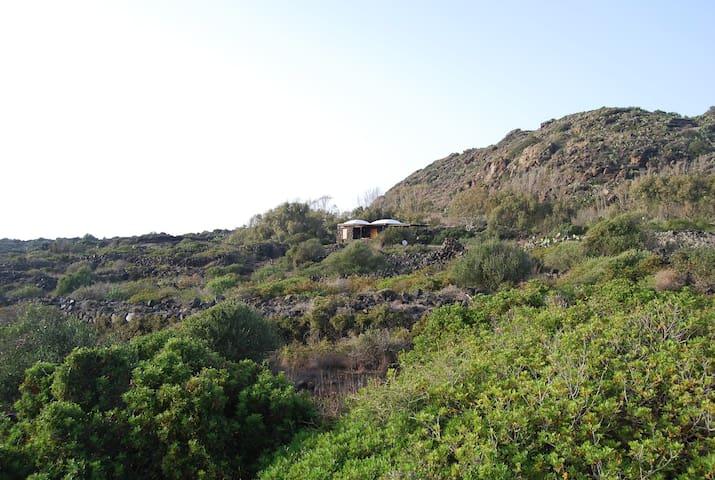 Dammuso per due con vista su Punta Fram - Pantelleria - Villa