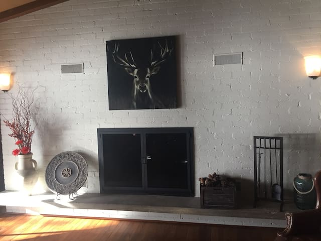 Recently renovated living spaces. Wood-burning fireplace.