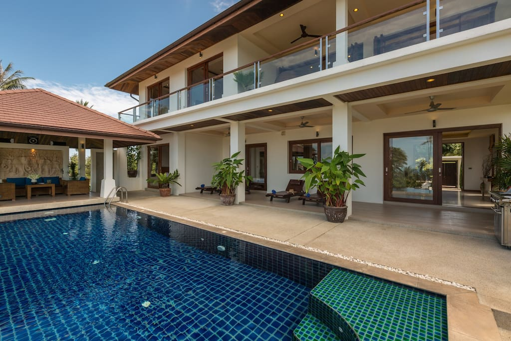 Spacious terrace with pool, jacuzzi and sun loungers