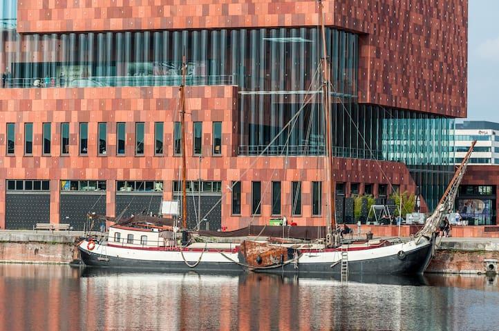 Gezellig slaapschip in Antwerpen